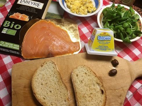 incucina.blog: bruchetta con salmone e uova strapazzate